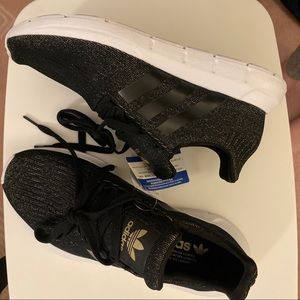 Adidas Swift Run Sneaker (gold and black)
